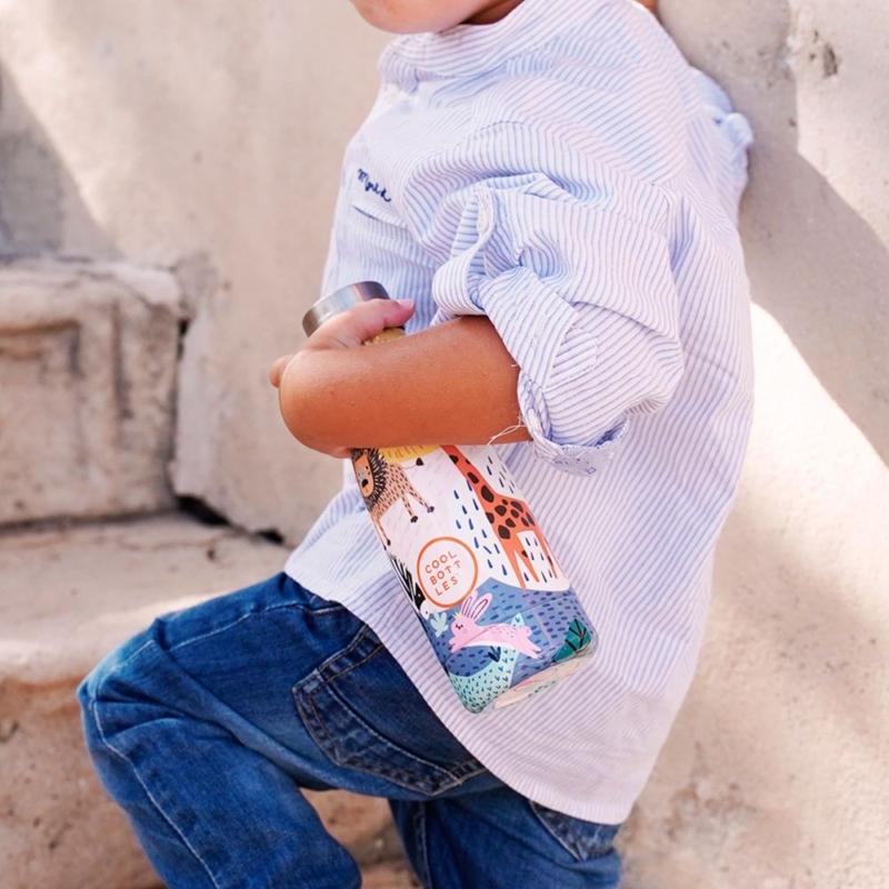 Savannah Kingdom es su primera Cool Bottles™ Kids. Una botella de acero inoxidable que forma parte de Cool Bottles™ Kids.